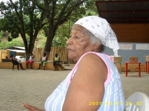 Anciana de Osma, colaborando con sus testimonios (†). 2007.