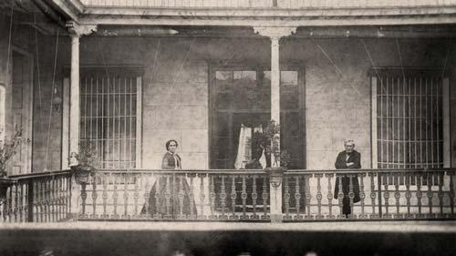 Heinrich Witt mit seiner Frau in den 1860er Jahren auf der Galerie ihres Hauses in Lima