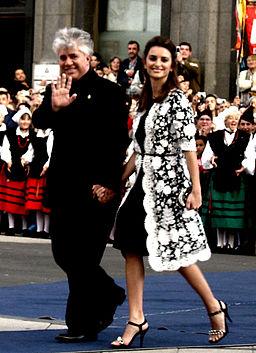 Pedro Almodóvar y Penélope Cruz en la entrega del Premio Príncipe de Asturias de las Artes en 2006